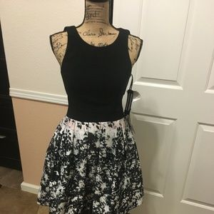 Xscape Dress Style Black And White Short Floral